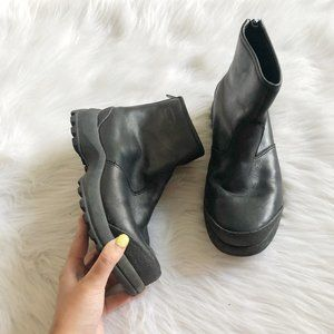 Cougar Curling Black Leather Ankle Boots SZ 7